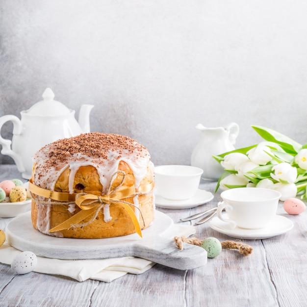Pão doce ortodoxo da páscoa Foto Premium