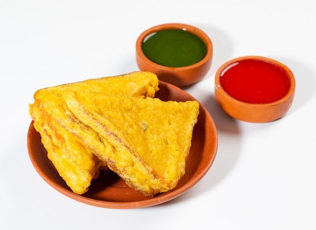 Pão frito indiano pakora do lanche Foto Premium