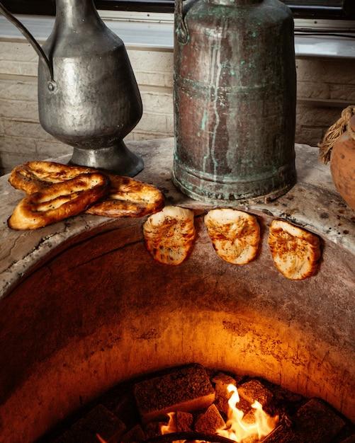 Pão tendir assado em poço especial Foto gratuita