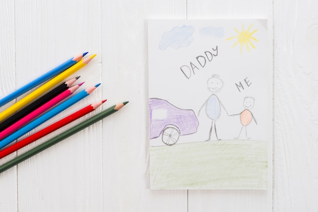 Papai e eu inscrição com lápis na mesa Foto gratuita