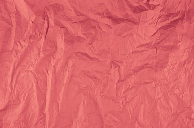Papel amassado rosa de close-up Foto gratuita
