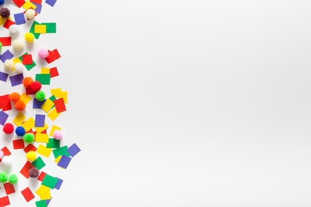Papel colorido e espaço para texto Foto gratuita