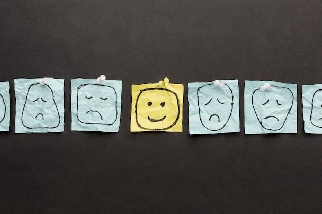 Papel com desenho emoji Foto gratuita