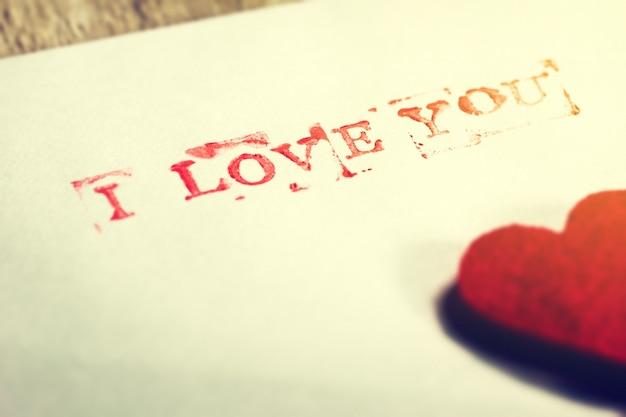 Papel Com Um Coração E Com A Frase Eu Te Amo Baixar Fotos Gratuitas