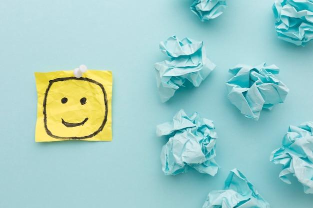 Papel de desenho e motolite emoji Foto gratuita