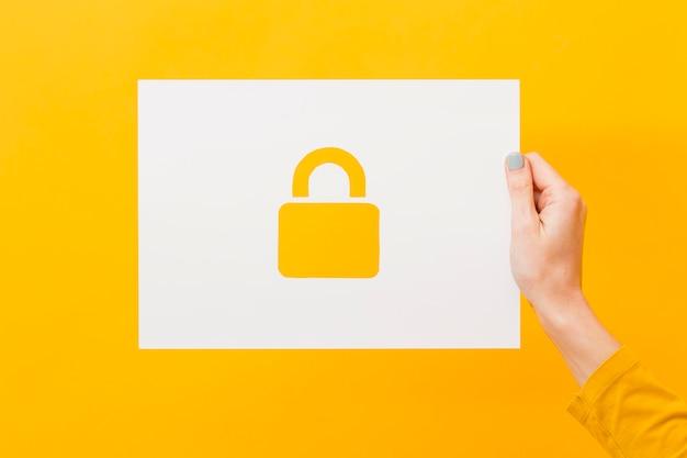 Papel de exploração de mão com fechadura Foto Premium