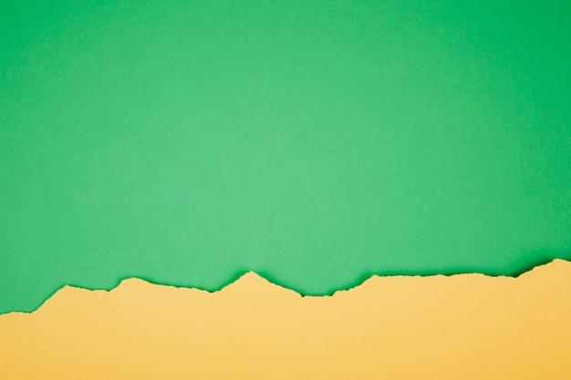 Papel rasgado de verde e amarelo Foto gratuita