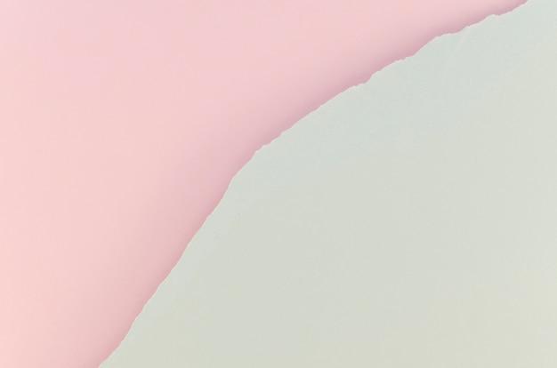 Papel rasgado rosa e branco Foto gratuita