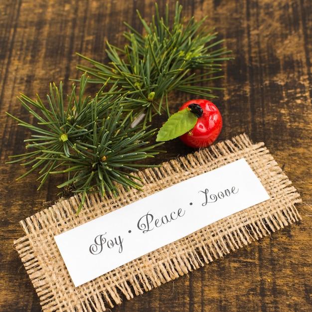 Paper with joy peace inscrição de amor Foto gratuita