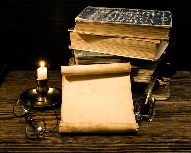 Papiro e livros antigos Foto Premium