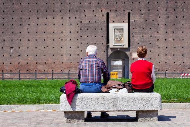 Par ancião, sentando, ligado, um, banco Foto Premium