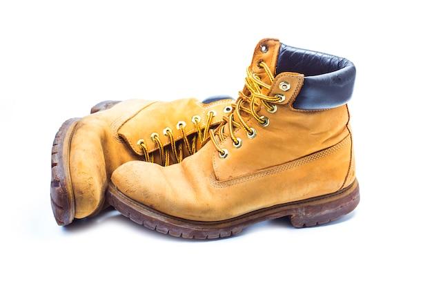Par de botas de trabalho amarelas antigas, nostálgicas Foto gratuita