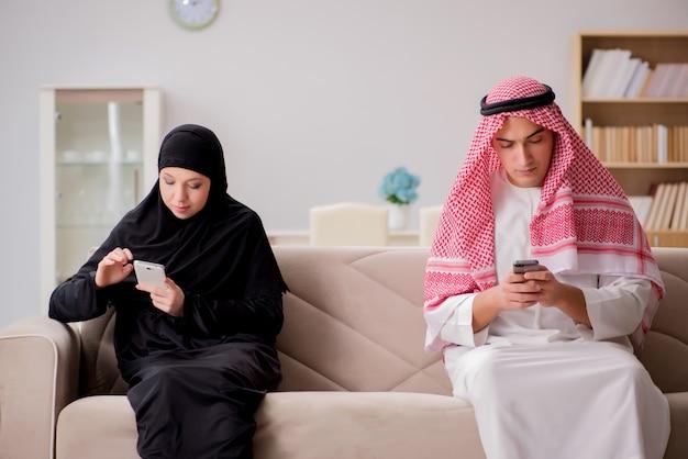 Par, de, homem árabe, e, mulher Foto Premium