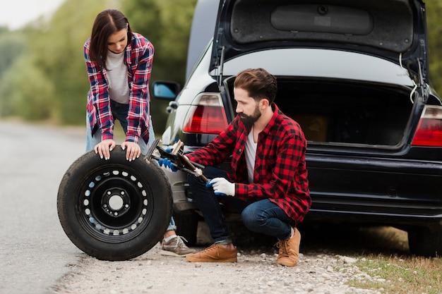 Par, mudança, car, pneu, junto Foto gratuita