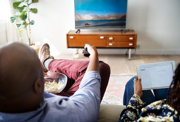 Par, observar, tv, lar, junto Foto Premium