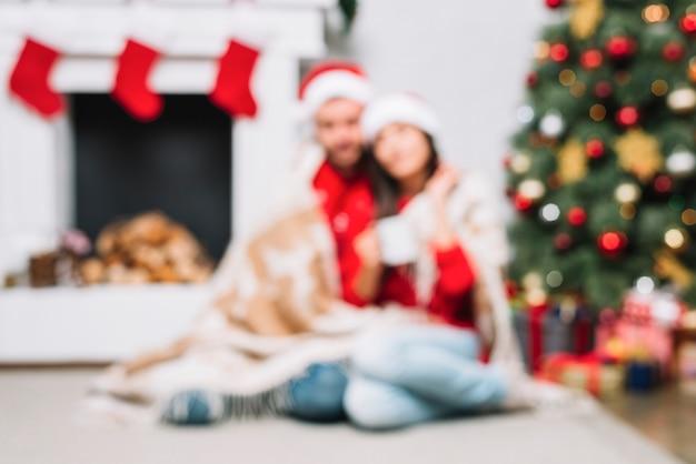 Par, sentar chão, perto, árvore natal Foto gratuita
