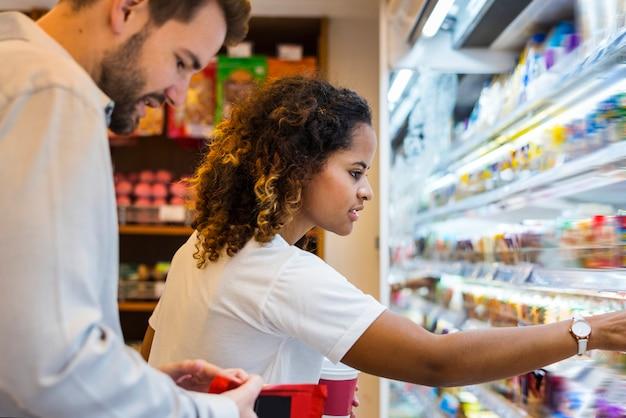 Par, shopping, junto, em, um, supermercado Foto Premium