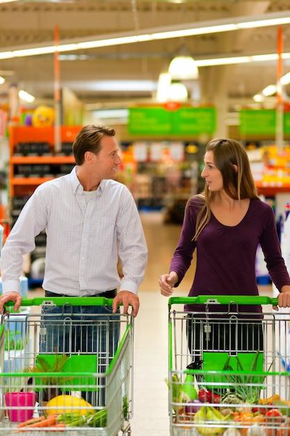 Par, supermercado, shopping, carreta Foto Premium