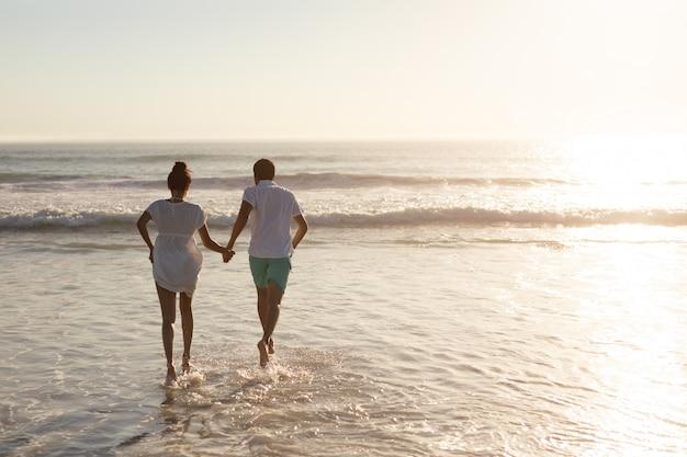 Par, tendo divertimento, junto, praia Foto gratuita