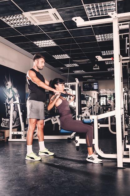 Par, treinamento, em, ginásio Foto gratuita