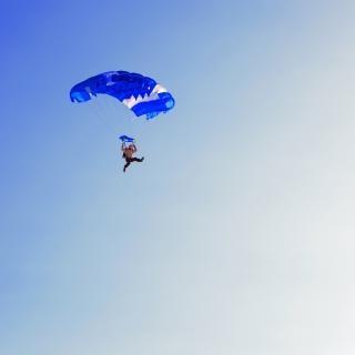 Pára-quedista mergulho Foto gratuita