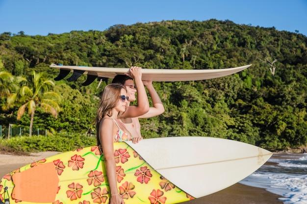 Paraíso dos surfistas Foto gratuita