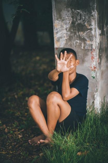 Parar a violência contra as crianças e conceito de vida de solteiro Foto Premium