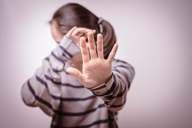 Pare a violência contra as mulheres dia dos direitos humanos liberdade sozinho tristeza emocional Foto Premium