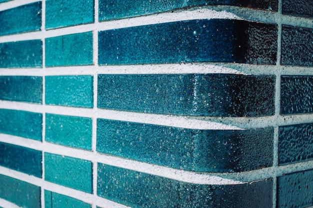 Parede azul de água-marinha em uma piscina. fundo de cor de verão. Foto Premium