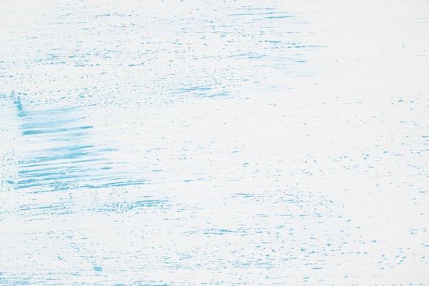 Parede branca com tinta azul Foto gratuita