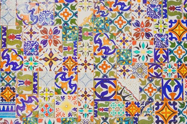 Parede de azulejos marroquinos mosaico islam Foto gratuita