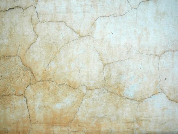 Parede de cimento velho de um edifício com tinta rachada Foto Premium