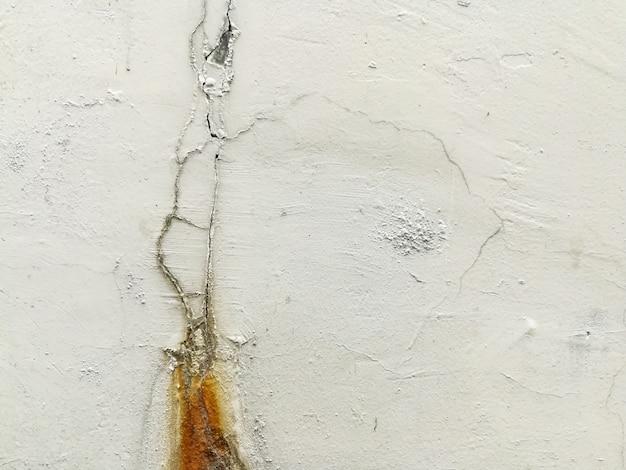 Parede de crack de cimento perto Foto Premium