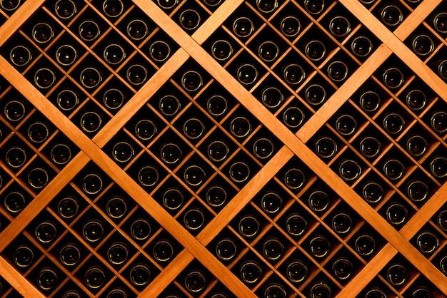 Parede de garrafas de vinho Foto Premium