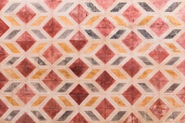Parede de pedra com padrão de formas geométricas Foto gratuita