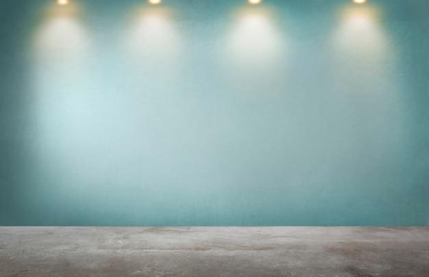 Parede verde com uma linha de holofotes em um quarto vazio Foto gratuita