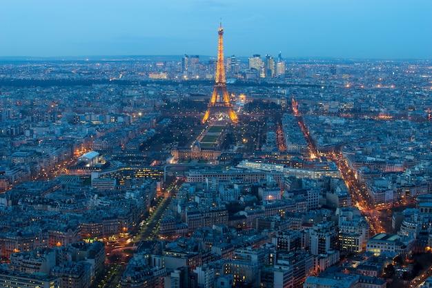 Paris, frança, 15 de janeiro de 2015: vista aérea sobre a torre eiffel, o arco do triunfo, les invalides. Foto Premium