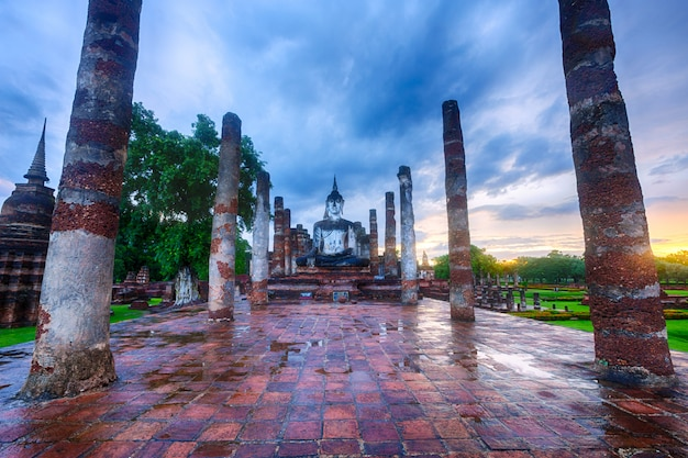 Parque histórico de sukhothai, tailândia Foto Premium