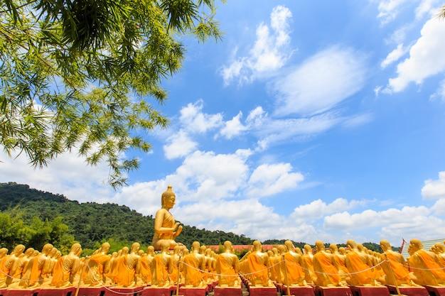 Parque memorável de buddha, nakornnayok tailândia. Foto Premium