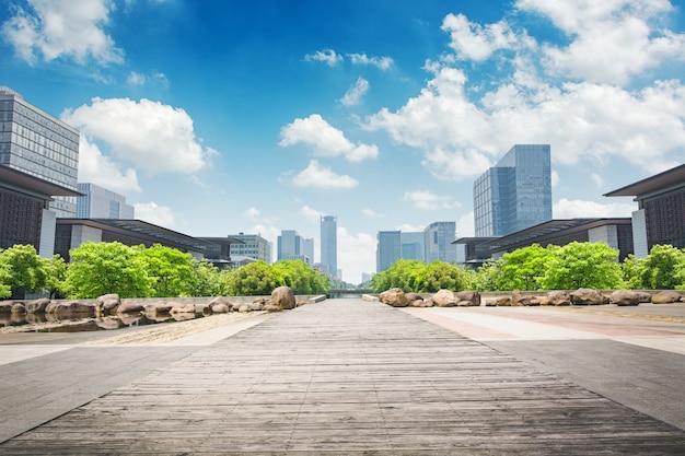 Parque no centro financeiro de lujiazui, xangai, china Foto gratuita