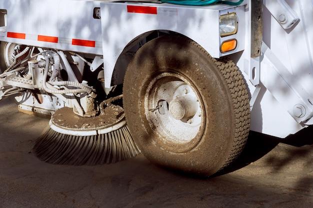Parte de um veículo de limpeza de rua. Foto Premium