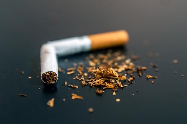 Partindo do conceito abstrato de dependência de nicotina e tabaco. copiar s Foto gratuita