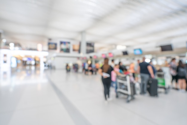 Passageiro no terminal do aeroporto Foto Premium