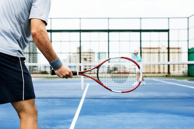 89f18a215 Passatempo ostentando do balanço da raquete de tênis que joga o conceito  Foto Premium