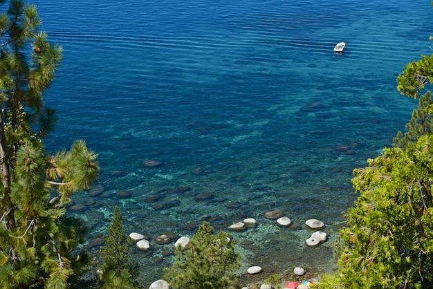 Passeio de barco no lake tahoe Foto gratuita