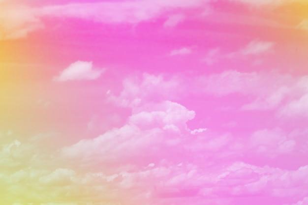 Pastel doce nuvem colorida e céu com luz do sol Foto Premium