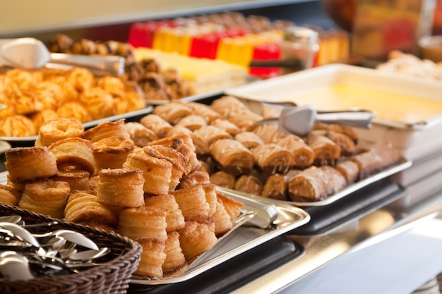 Pastelaria em buffet Foto gratuita