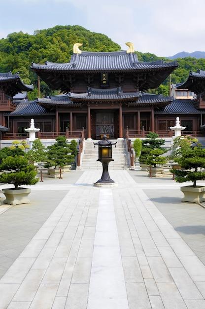 Pátio central do templo budista e do convento de chi lin na cidade de kowloon, hong kong. Foto Premium