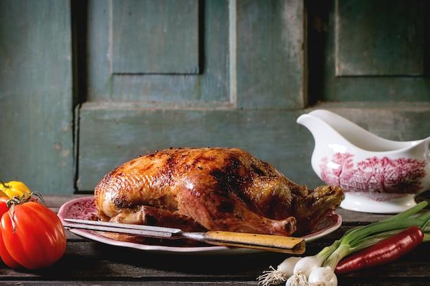 Pato assado em um prato Foto Premium