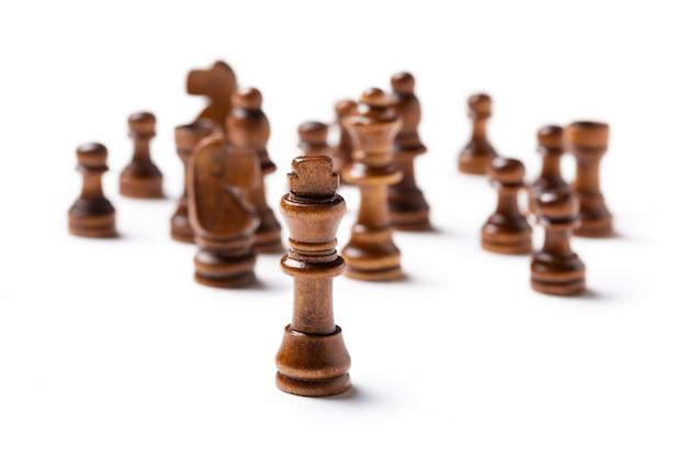 Peças de xadrez isoladas no fundo branco Foto Premium